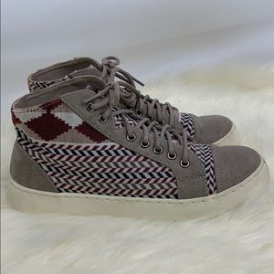 Roxy grey Suede Dayton high tops w Aztec accents